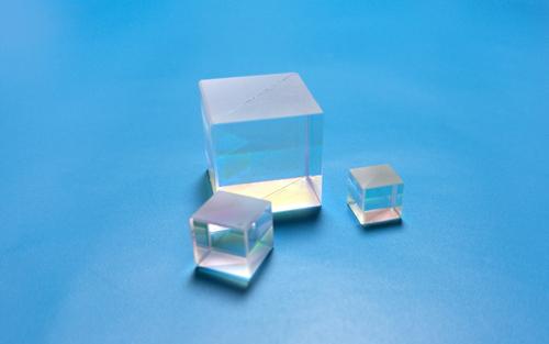 Broadband Polarization Beamsplitter Cubes