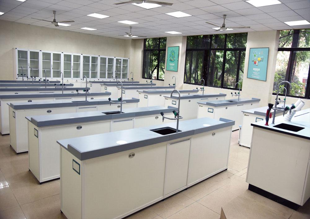 化学实验室 / 准备室