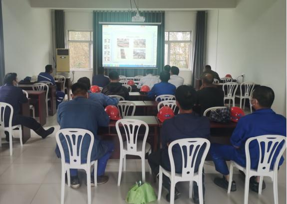 洛化集团信阳金港能源焦电项目部组织学习宣贯新《安全生产法》