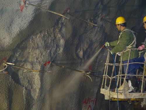 长江三峡右岸地下电站注浆、堵漏与喷涂防水示范工程