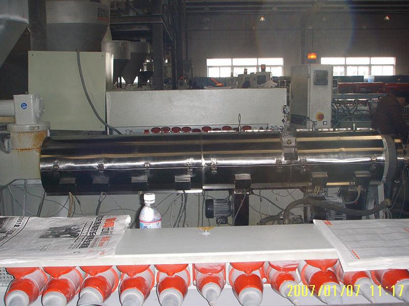 采用红外辐射加热技术改造后的挤塑机