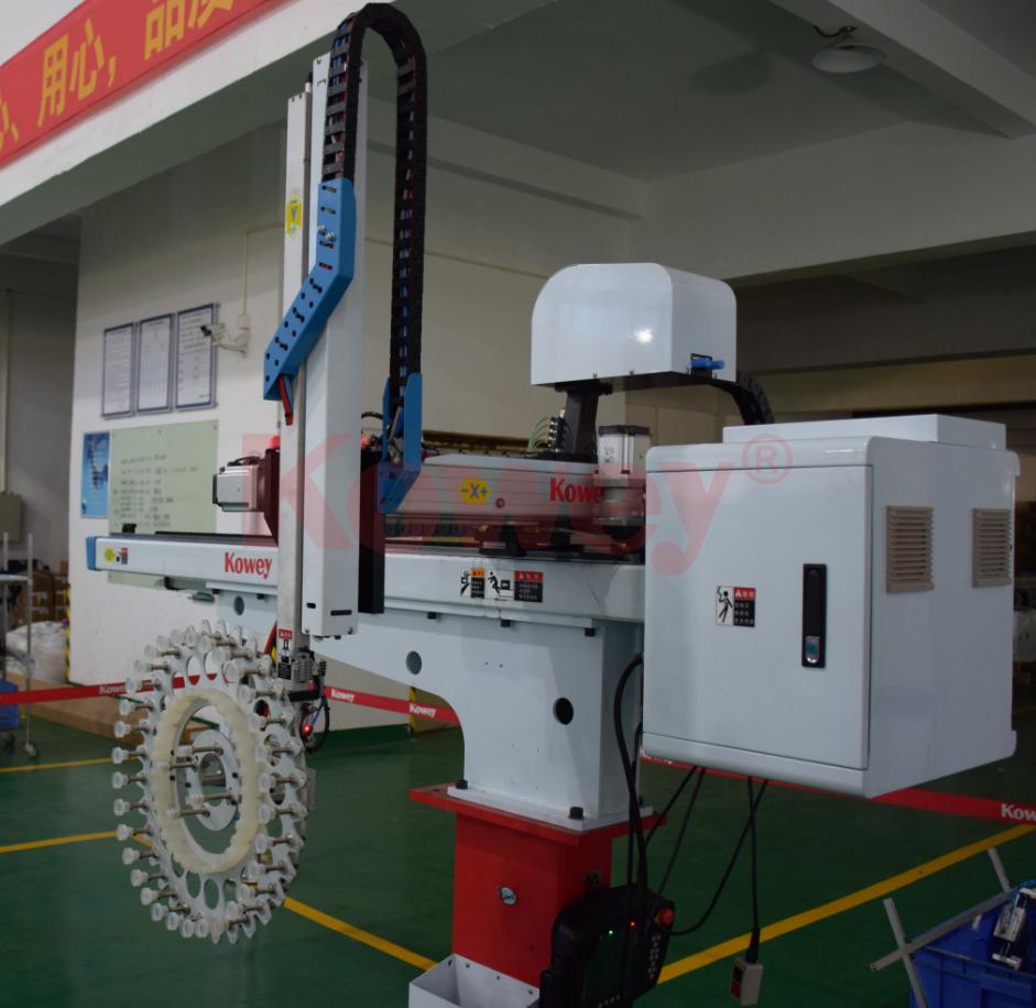 机械手治具-注塑自动化-一次性刀叉勺取出和堆叠治具-机械手治具定制