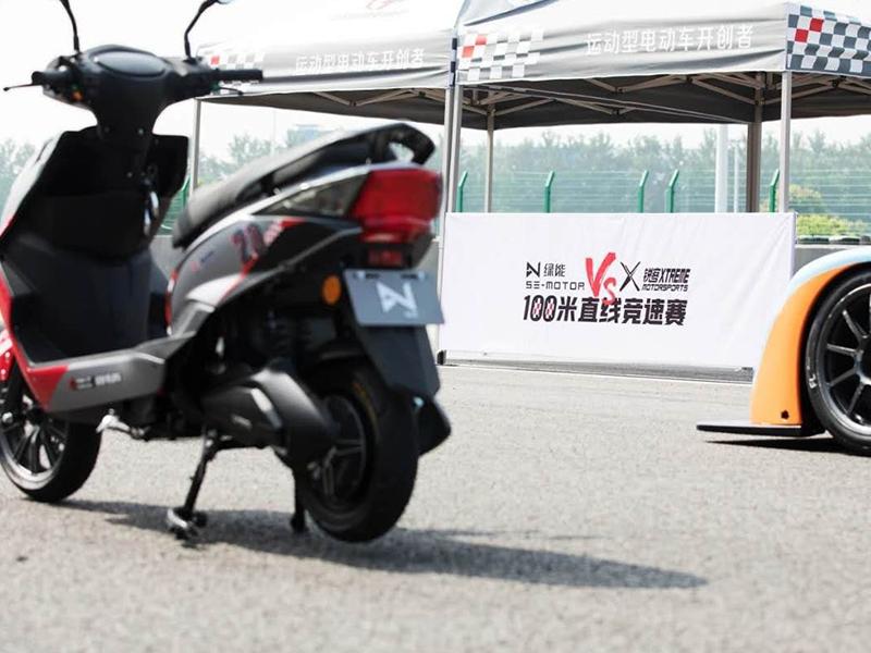 PK专业赛车,夺魁百米直线竞速赛,创造新纪录