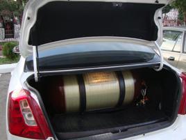 乌兹别克斯坦使用CNG瓶装配在轿车上