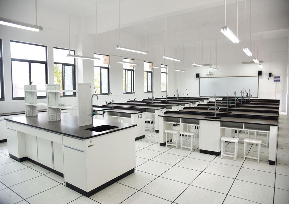 生物实验室 / 准备室