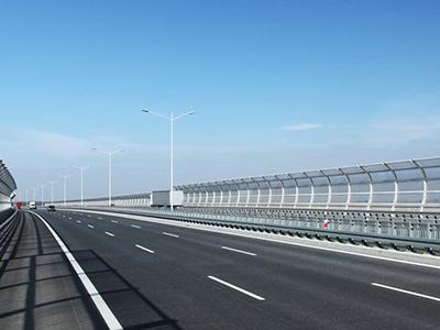 橋梁聲屏障