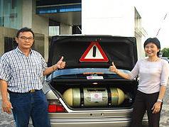 泰国使用CNG瓶改装的奔驰轿车