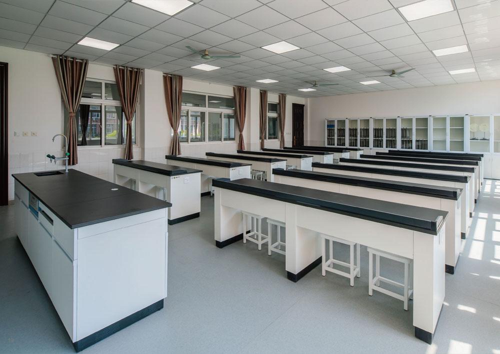 物理实验室 / 准备室