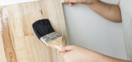 墻壁裝飾中毛刷的使用
