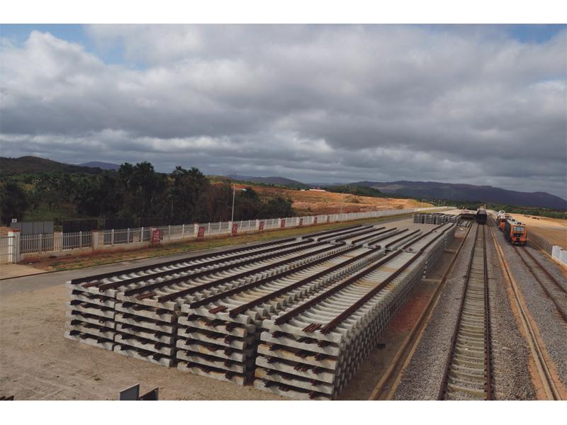 委内瑞拉FMO铁路养护项目(铁矿专用线组装完成的轨排)