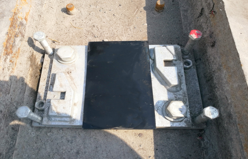 discontinuous  rail pads
