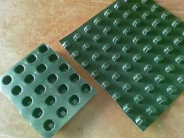 凹凸排水板施工方法
