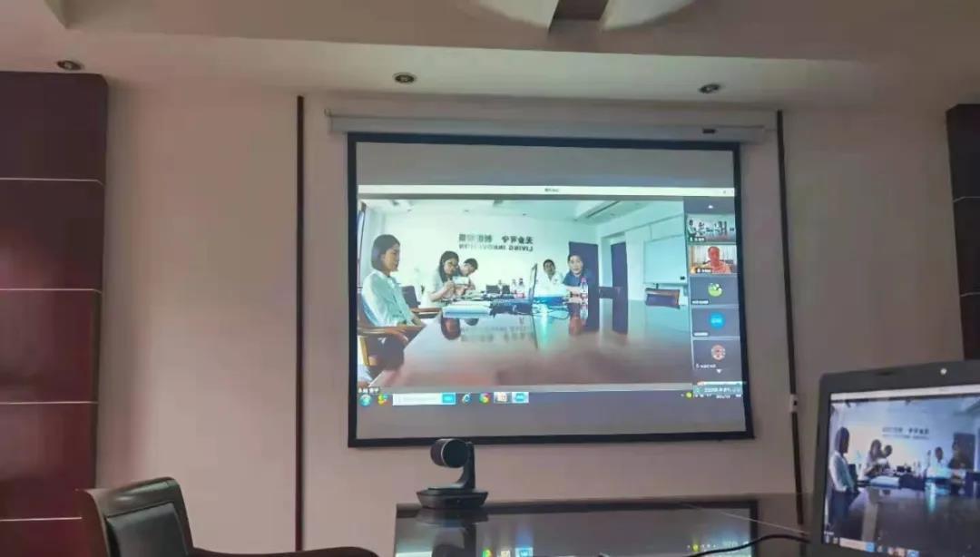 永利402com官网与郑州大学师生在线沟通交流